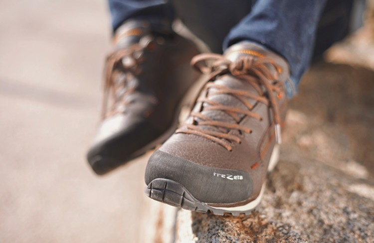 flow leather | right mix of comfort and technicality